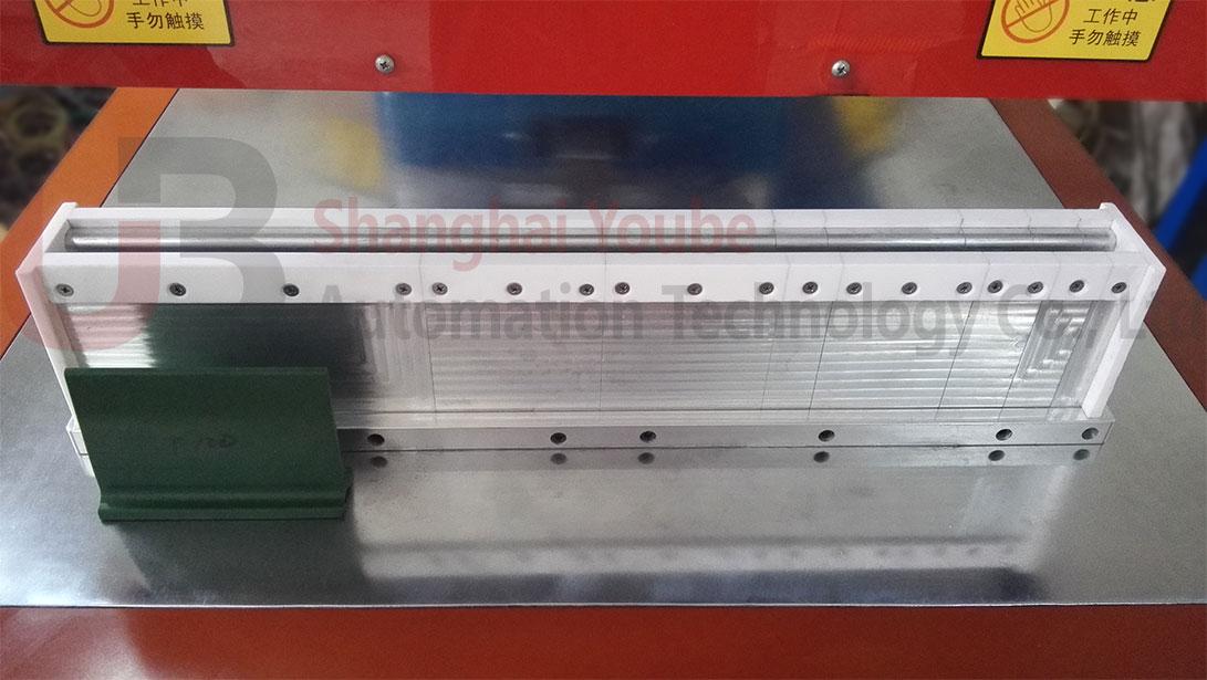 assembling mold of conveyor belt cleats
